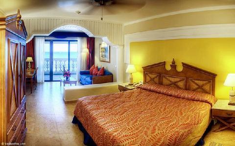 Room-Iberostar-Rose-Hall-Beach-All-Inclusive-Guest-Room-1-DEF